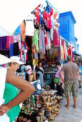 un Trionfo di colori.. (Valina's Photography) Tags: africa people holiday travels gente tunisia sidibousaid persone colori mercato viaggi cultura vacanza bancarelle nikond80