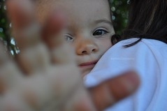 (abphotographies) Tags: family summer portrait people verde green love hair photo kid eyes nikon child hand famiglia august occhi agosto mano bimbo ritratto 2010 capelli bambino d5000