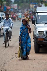 Mre et enfant (hubertguyon) Tags: street city woman india child femme rue enfant orissa ville inde pipli earthasia