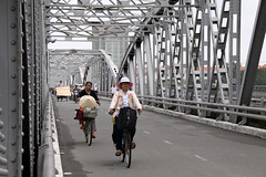 The Bridge At Hu (MykReeve) Tags: road bridge people bike bicycle cyclists cyclist bikes vietnam bicycles hue indochina trangtienbridge hu trngtinbridge