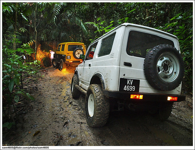 Suzuki SJ410 - Sungai Kechik 4x4 Track