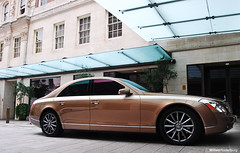 Maybach 57s Zeppelin (Willem Rodenburg) Tags: street uk white house 3 streets london car photoshop gold grey mercedes benz hotel nikon unitedkingdom stripes united parking may zeppelin picasa kingdom s fair turbo mercedesbenz parked 1855 rims mayfair d30 limosine bi supercar luxe 62 willem londen v12 maybach grosvenor biturbo striping lighroom rodenburg 62s expensieve