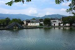 Hongcun (kapuddi) Tags: china old bridge lake art beauty architecture artistic traditional chinese archway hui huangshan paifang anhui huizhou archbridge tunxi hongcun scenicspot yuezhao gongqiao architectureofhuizoustyle