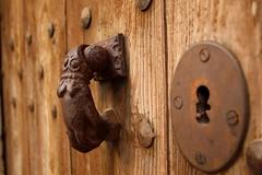 Aldaba y cerradura 2 (Esther Molin) Tags: door wood espaa texture textura spain puerta madera keyhole mallorca doorknocker cerradura valldemossa balearicislands illesbalears aldaba islasbaleares