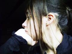 Melancolic (Fran CiSne) Tags: tristeza perfil retrato mulher olhos musica contraste guria garota menina mão branca cabelo nariz melancolia pensamento orelha pensador cabelos pensativa oboé