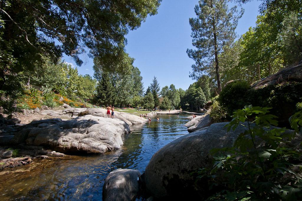 Piscina natural del rio arenal en arenas de san pedro for Piscina natural de fontcalda