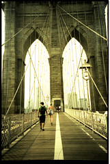 Brooklyn Bridge (one-creature) Tags: nyc people newyork film brooklyn puente iso100 lomo lca xpro manhattan tourist brooklynbridge rms vacaciones fujims