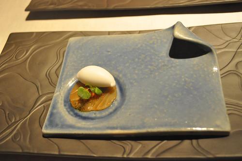 Sushi-sashimi: Salmón marinado en casa con helado de agua de arroz