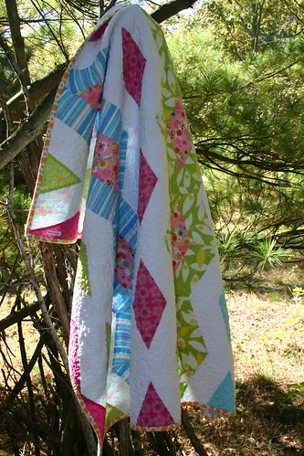 Diamond Chain Quilt - hanging