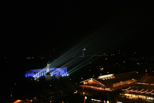 Bavaria - illuminiert vom Riesenrad