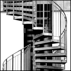 IMG_1247m (Arnd Fischer) Tags: square treppe schwarzweiss wendeltreppe bsquare blackehite canon1000d canoneos1000d eos1000d canoneos100d