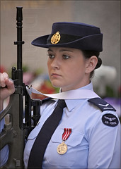 Firm Grip (l plater) Tags: sydney australia nsw cbd cenotaph raaf martinplace royalaustralianairforce canonef70200mmf4lusm almostanything canon40d lplater unlimitedphotos photoshopcs5 warremembranceservice