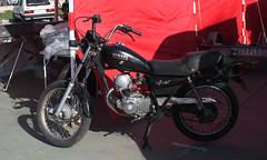 003537 - Yamaha (M.Peinado) Tags: yamaha moto vehículo feriadevehículosclásicospopulares recintoferialdeguadalajara guadalajara provinciadeguadalajara castillalamancha españa spain 03102010 octubrede2010 2010 canoneos1000d canon ccby