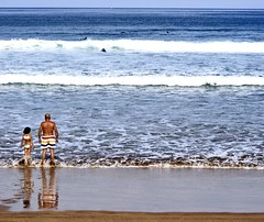Plantando cara (Jose Arjona) Tags: blue sun reflection sol beach surf waves wave playa surfing olas euskadi ola baador zarautz