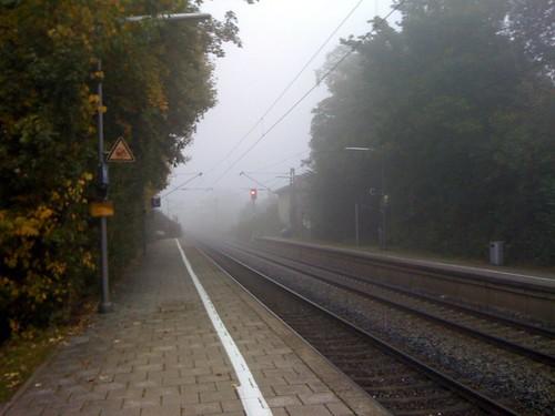 Morgennebel am S-Bahnhof