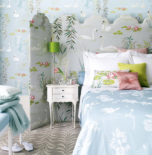 HTHcute-romantic-bedroom-light-blue-green-with-swan-wallpaper-1