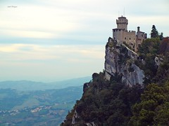 San Marino (Isabel Rodríguez) Tags: san italia arboles paisaje castillo marino roca pais rocoso mywinners