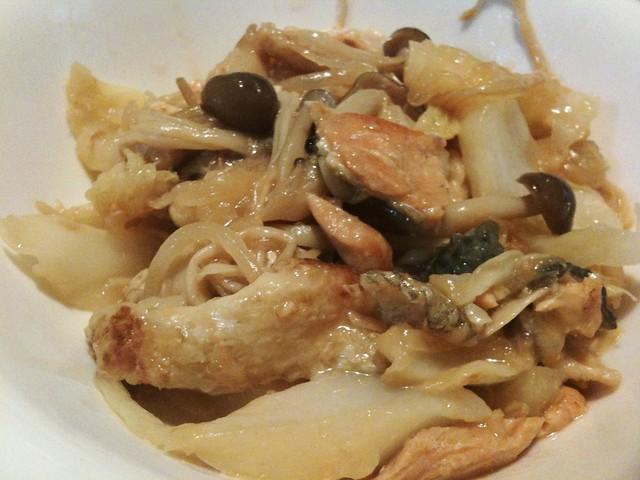 #jisui 本日の主菜は「鮭のアラで作るちゃんちゃん焼き風」でございます。