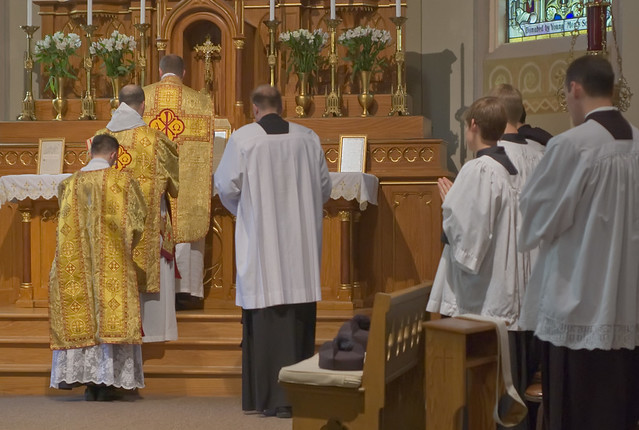 Father David Kemna, FSSP, at Saint Francis of Assisi Catholic Church, in Portage des Sioux, Missouri, USA - prayers before the Consecration