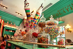 honeydukes (sevenworlds16) Tags: world park shop orlando rainbow colorful candy awesome harrypotter sweets theme universal studios gummi islandsofadventure hogsmeade honeydukes wizarding