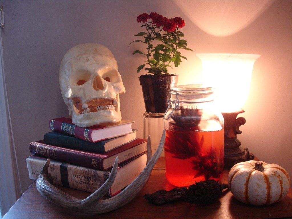 Halloweeny Party Decorations: Apothecary Display