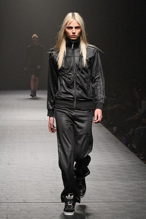 SS11_Tokyo_VANQUISH018_Andrei Pejic(Fashionsnap)