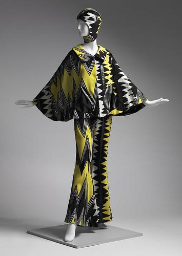 05_Woman's ensemble (cape)