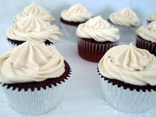 Red Velvet Cupcakes with Cinnamon Cream Cheese Frosting (2)