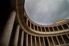 Arquitectura Curvácea (GuilleDes) Tags: architecture arquitectura columns fotolog granada columnas desenfocado