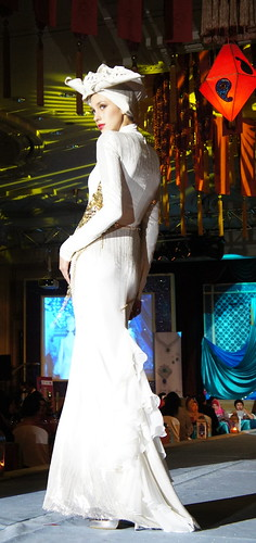 Islamic fashion festival 2010 - Jovan Mandagie (16)