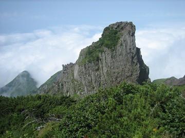 南峰方面より見るローソク岩