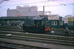Diesel Sik engine in Almelo, 1963 (Rob Ketcherside) Tags: netherlands dutch electric diesel engine rail locomotive kodachrome nederlands sic almelo 364 sik abtb