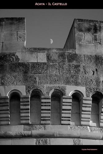 bw italia torre monumento fusion castello puglia hdr cs4... (Photo: Ylejan on Flickr)