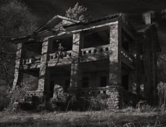 Stark Plantation (Rodney Harvey) Tags: abandoned blackwhite decay plantation infrared antebellum slavery littledixie