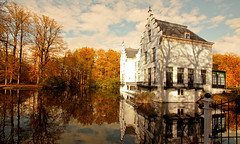 Kasteel Staverden (DolliaSH) Tags: autumn trees light orange holland color tree castle fall castles colors leaves clouds automne canon reflections season lights topf50 herbst herfst nederland thenetherlands slot topf150 reflexions autunno topf100 chteau haust soe castillo topf200 1022 burg kasteel syksy podzim gelderland canonefs1022mmf3545usm jesen staverden herfs lautomne 3000views supershot 100faves 50faves 200faves 150faves zamok canoneos50d colorphotoaward dollia 100commentgroup dollias sheombar bestcapturesaoi doubleniceshot dolliash bestofblinkwinners eceh