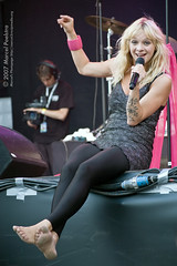 jacqueline govaert (all female barefoot musicians) Tags: feet nude stage nackt barefoot fsse bhne barfuss sngerin
