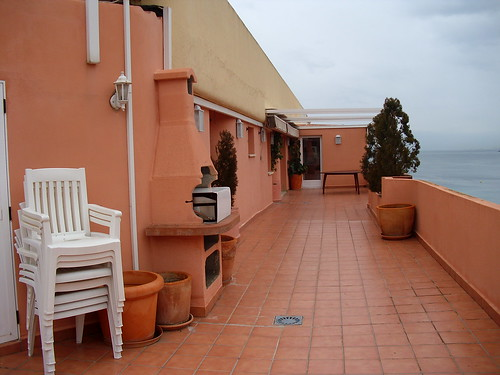 gran terraza de unos 50m2. Consulte precio a su inmobiliaria en Benidorm, Asegil www.inmobiliariabenidorm.com
