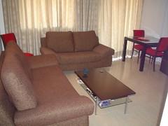 gran salón comedor muy soleado. En su inmobiliaria Asegil en Benidorm le ayudaremos sin compromiso. www.inmobiliariabenidorm.com