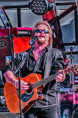 here's_a_quarter (gerhil) Tags: music performance live people man singer songwriter musician legend countrymusic thecountryfest event concert festival summer june2017 nikcolorefexpro4 1001nights 1001nightsmagiccity