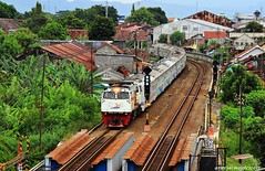 Yang sebentar lagi akan berganti nama dari Ka Krakatau Menjadi Ka Singasari  Yang Relasi Awal Stasiun Merak Tujuan Akhir Stasiun Blitar Menjadi Stasiun Awal Pasar Senen Tujuan Akhir Stasiun Blitar     #KAI121 #keretaapikita #sahabatkai #stasiunyogyakarta (aritriamojo) Tags: dipolokomotifjatinegra parkiranabubakarali railfans railfansindonesia kakrakatau sahabatkai railway stasiunyogyakarta railwayphotography keretaapikita kai121 malioboro indonesianrailway