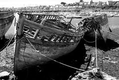 Barcos en Camaret sur Mer (leftwing1974) Tags: old mer broken stain port puerto brittany barco ship barcos harbour bretagne sur bateau viejo casco vieux roto rouille mancha camaret bretaña óxido ltytr1