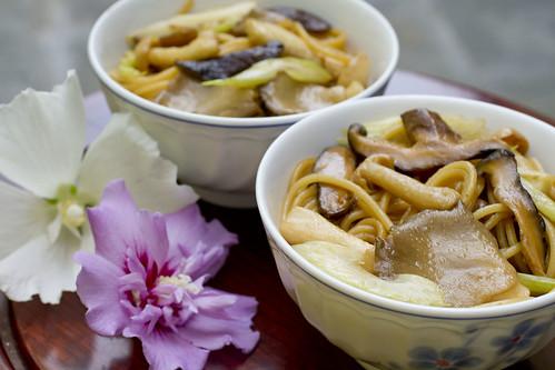 Mushroom Lo Mein