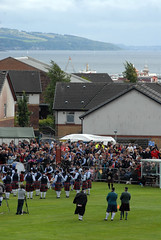 07B_7993e (Enrico Webers) Tags: uk greatbritain islands scotland clyde kilt unitedkingdom britain glasgow united great kingdom games steam highland bands gb bagpipes kilts peninsula tossing pipers waverley gla 2010 helensburgh caber schottland dunoon schotland ecosse grappling firthofclyde paddler cowal