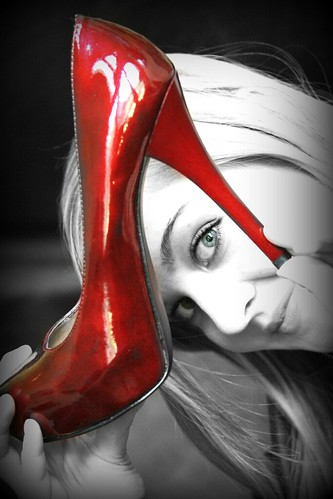 LL red shoe bw pop