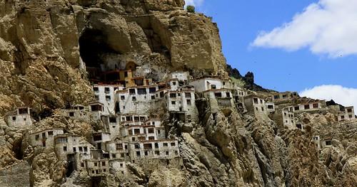 phuktal monastery trek zanskar