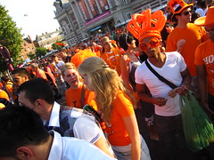 IMG_6512 (shimmertje) Tags: world orange holland cup netherlands sunglasses amsterdam giant fan football inflatable final crown oversized 2010 headgear