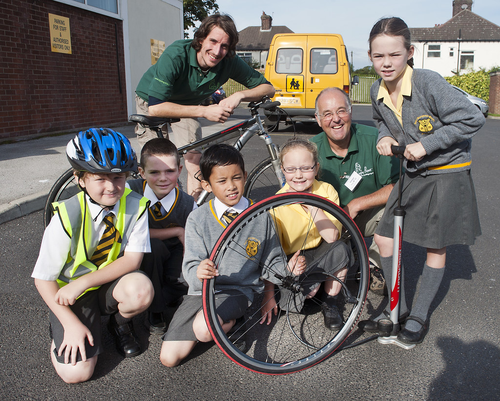 Huyton pupils learn to fix their own bikes
