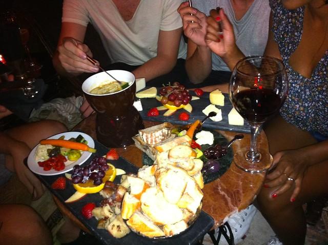 Ostbricka och fondue på Bourgeois Pig