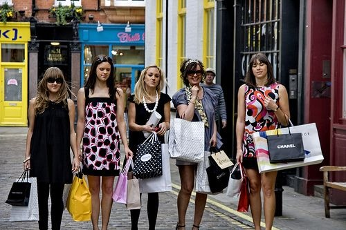 girls-shopping