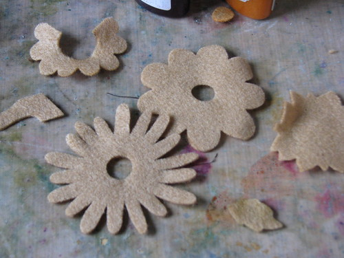 autumn felt flower pin 002